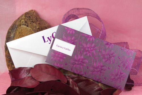 lila-termograbado-elegante-invitaciones-boda-detiketa