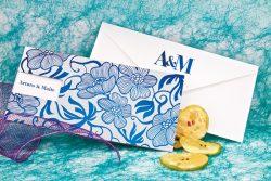 blanca-y-azul-floreada-invitaciones-boda-detiketa
