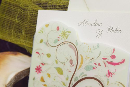 transparente-floreada-invitaciones-boda-detiketa