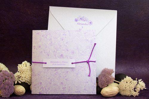 plata-con-lazo-lila-invitaciones-boda-detiketa