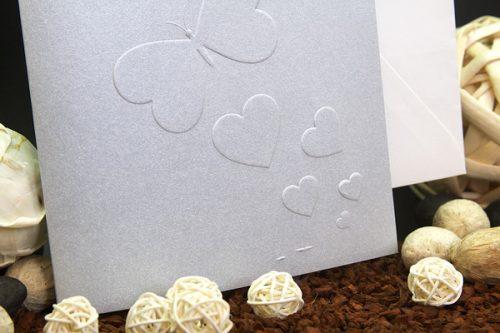mariposas-y-corazones-plata-invitaciones-boda-detiketa