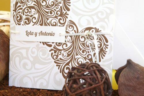 corazones-marrones-invitaciones-boda-detiketa