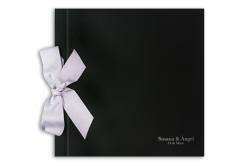 libro-firmas-negro-con-lazo-invitaciones-boda-detiketa